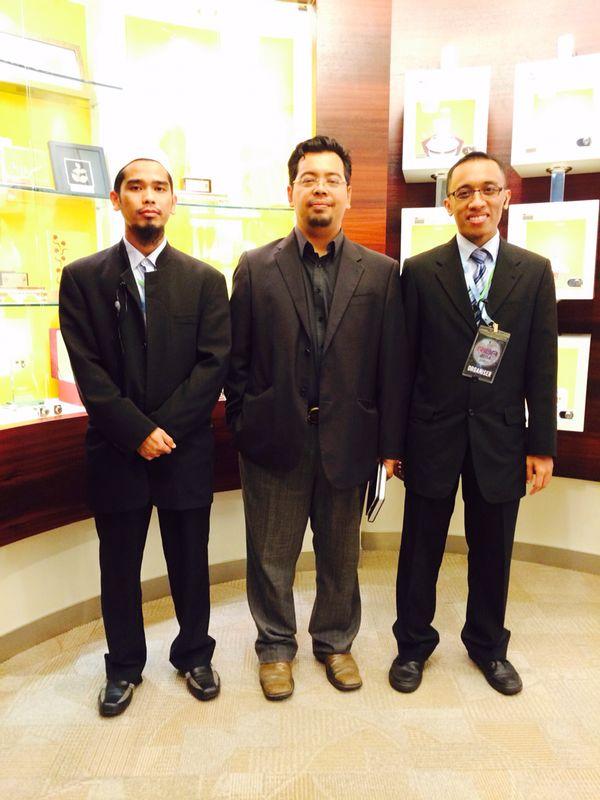 Bersama Dr. Zulkifli Hasan (tengah) di program Riba Symposium 2014.